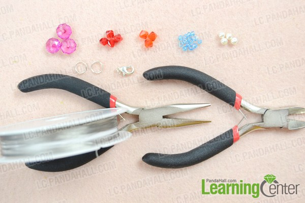 Materials on how to make beautiful necklace at home