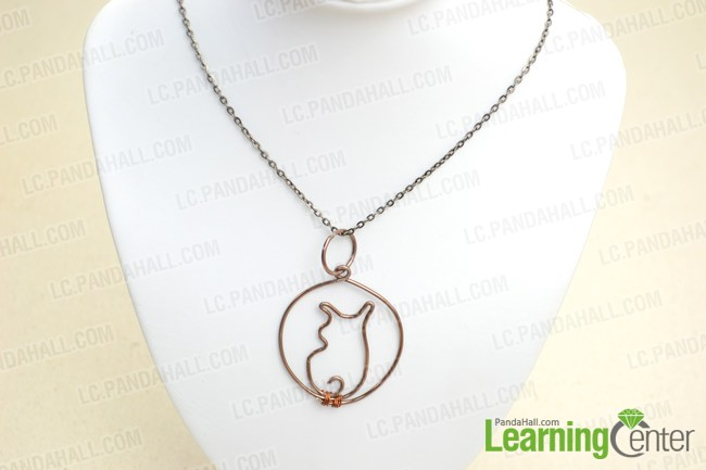 The final look of wire wrapped cat necklace