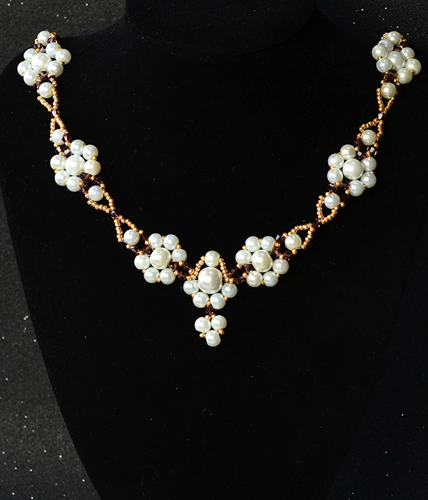 Here is the final look of the pearl bead necklace