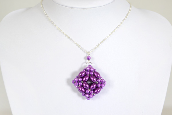 The beautiful 3d purple pearl beaded pendant pattern: