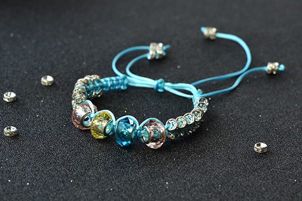 Here is the final look of the nylon thread braided bracelet with glass European beads: