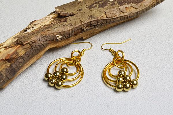 final look of the golden wire wrapped hoop earrings