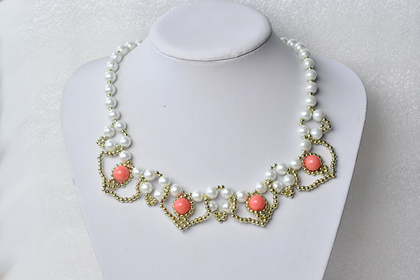 final look of the homemade white pearl bead necklace