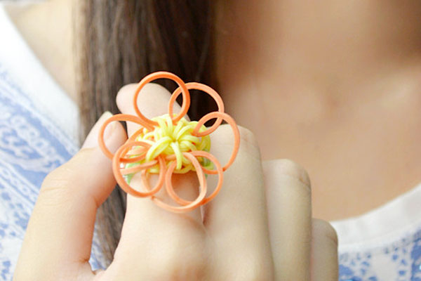 the final look of the sunflower rubber band ring