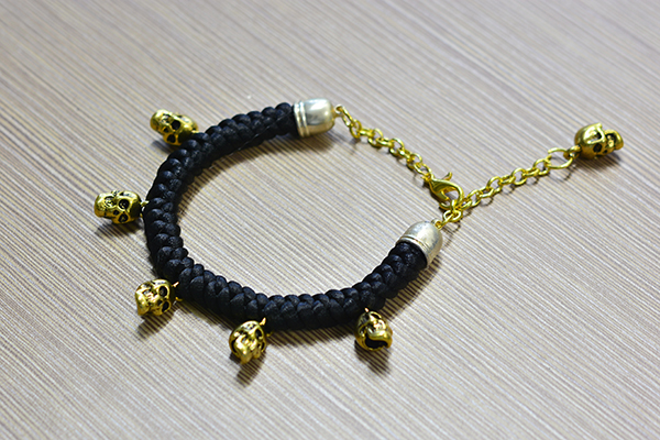 final look of the black cord braided bracelet