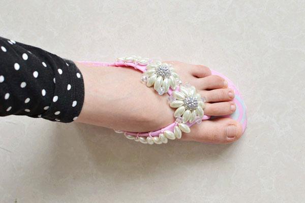 final look of the pearl bead flower flip-flops
