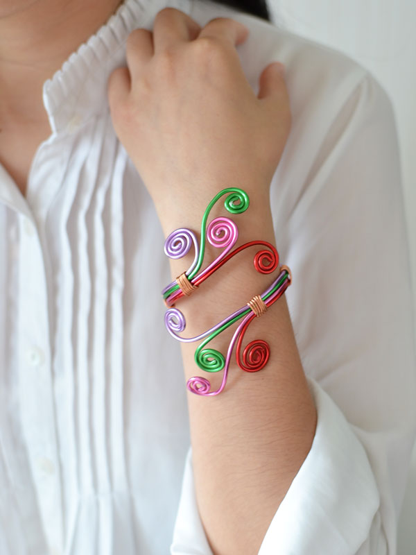 This is the colorful wire wrapped bangle bracelet that I just made! I wear it as soon as I finish it. Isn't it charming and stylish?