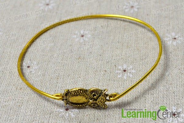 hitch the owl link to the wire bangle