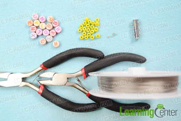 Materials on making personalized family bracelet