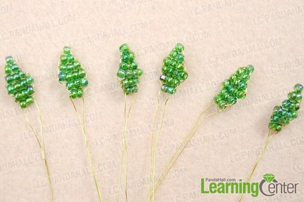 Make leaves of beaded rose pattern