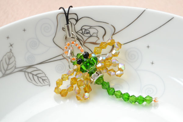 The final look of the beaded dragonfly charm idea