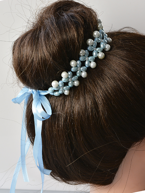 final look of this pearl bead hair accessory