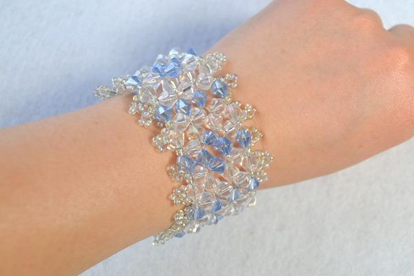 final look of this DIY crystal beaded weaving bracelet