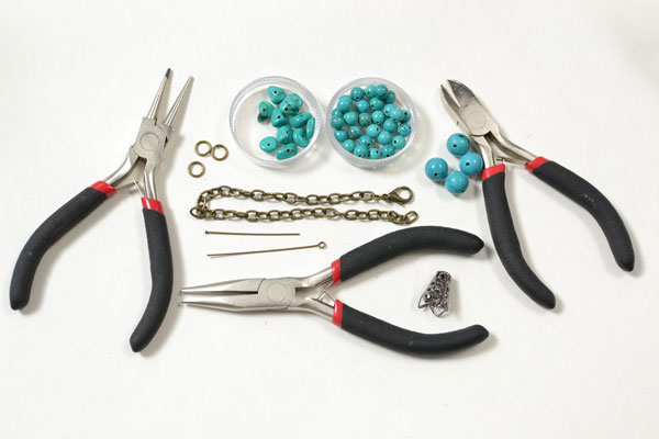 supplies needed in making the handmade turquoise bead bracelet