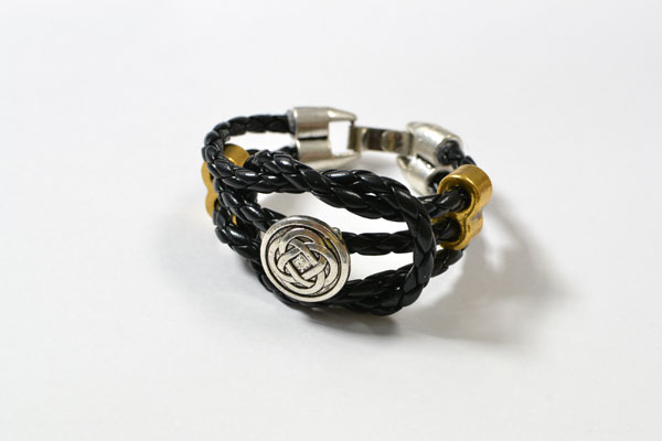final look of the black leather cord bracelet