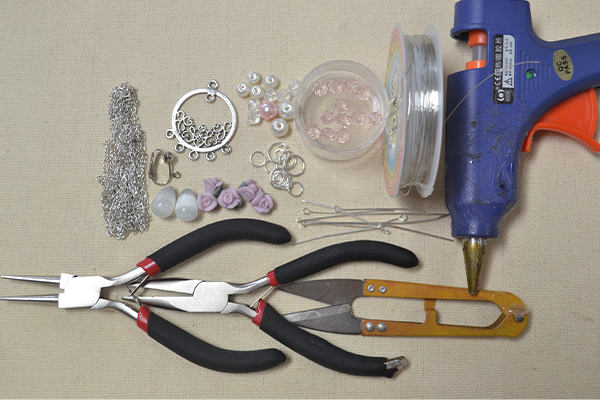 Materials and tools needed in this pearl fashion jewelry DIY project