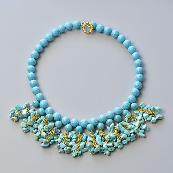 Here is the final look of the simple bib necklace with turquoise beads: