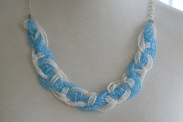 final look of the braided seed bead necklace