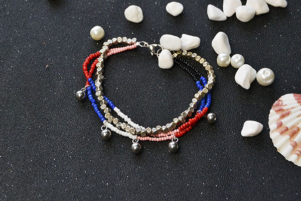 Another picture for this 3-strand bracelet