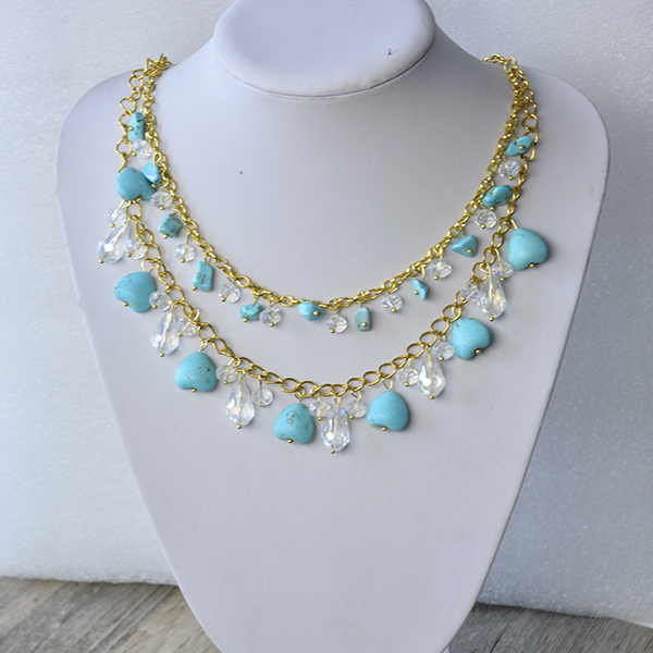 Here is the final look of the chain necklace with glass beads and heart turquoise beads