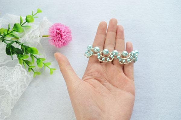 final look of the woven pearl bead bracelet