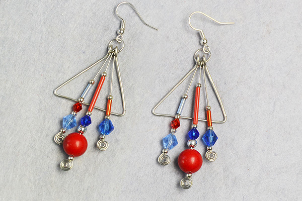 Now, this pair of wire wrapped glass beads earrings has been finished: