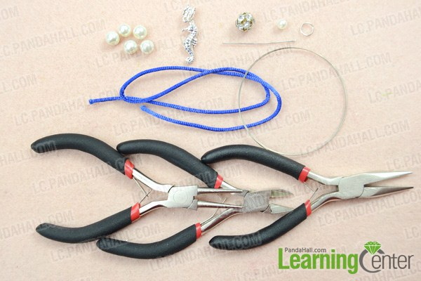 Materials on how to make beaded bracelets with memory wire