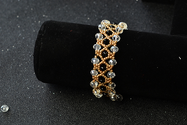 Here is the final look of the gold delicate bracelet