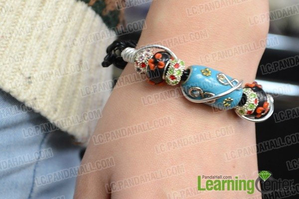 Finally the leather cord bracelet looks like this: