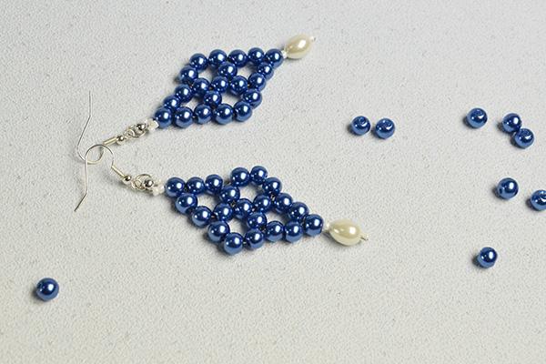 the final look of the beaded drop earrings