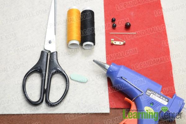 Necessities for the felt fox brooch: