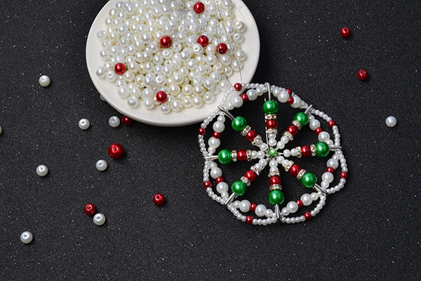 Here is the final look of this pearl beads Christmas hanging ornament: