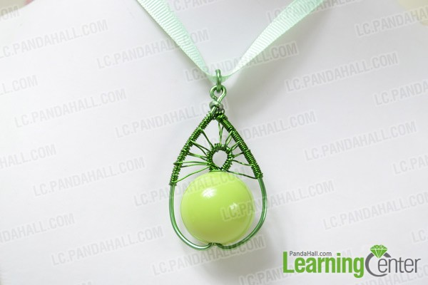 The final look of the green wire wrapped pendant: