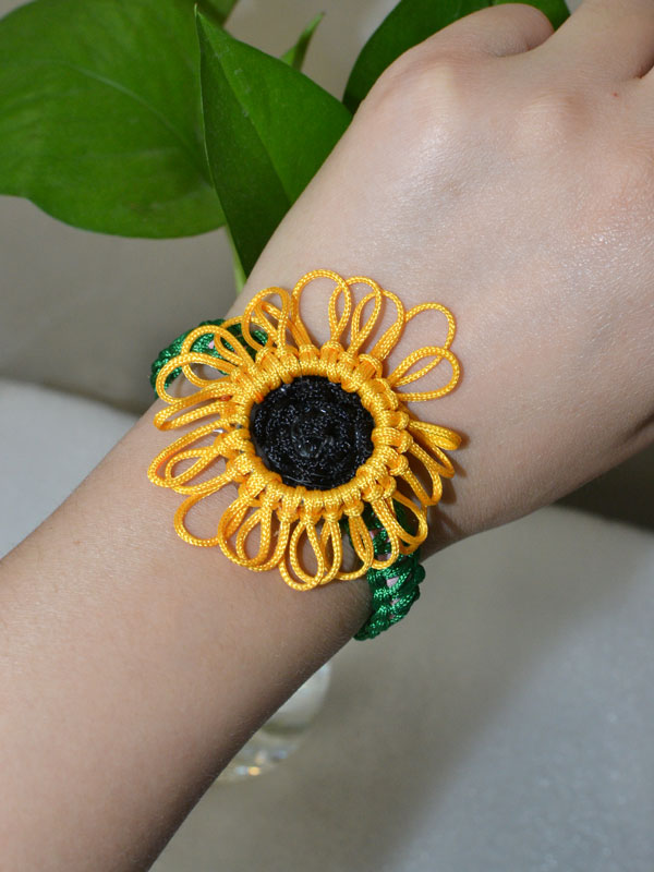 Look at the final piece of this beautiful nylon thread braided sunflower bracelet!