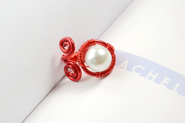 The final look of beautiful wire pearl ring: