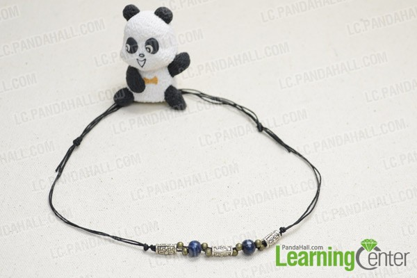 The finished bead necklace for men is like this: