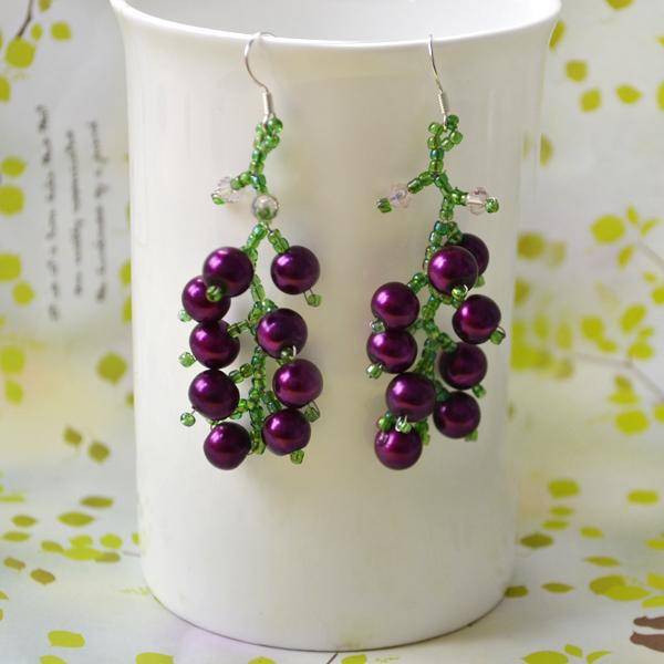 the final look of beautiful beaded earrings design