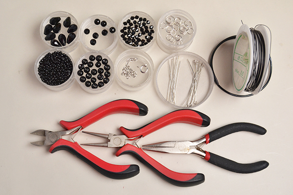 Supplies you'll need in making the wire pendant necklace: