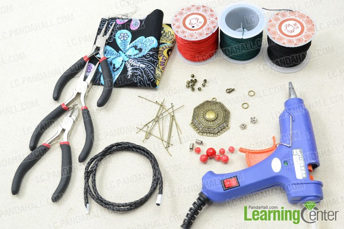 Supplies required for string necklace making project