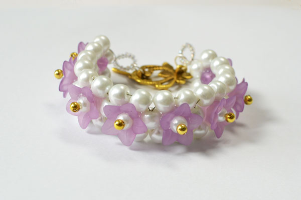 Here shows the final look of this beautiful purple flower bracelet for girls: