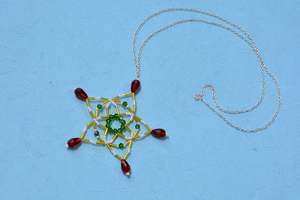 Let's see the final piece of the colorful beaded snowflake pendent necklace! It's just so eye-catching!