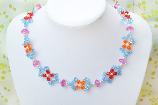 The final look of beautiful beaded butterfly necklace: