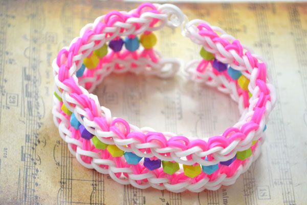 the final look of wide loom band bracelet
