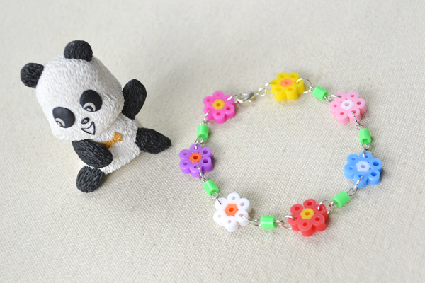 the final look of the hama bead flower bracelet