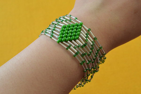 Here is the final look of the bulge beads bracelet: