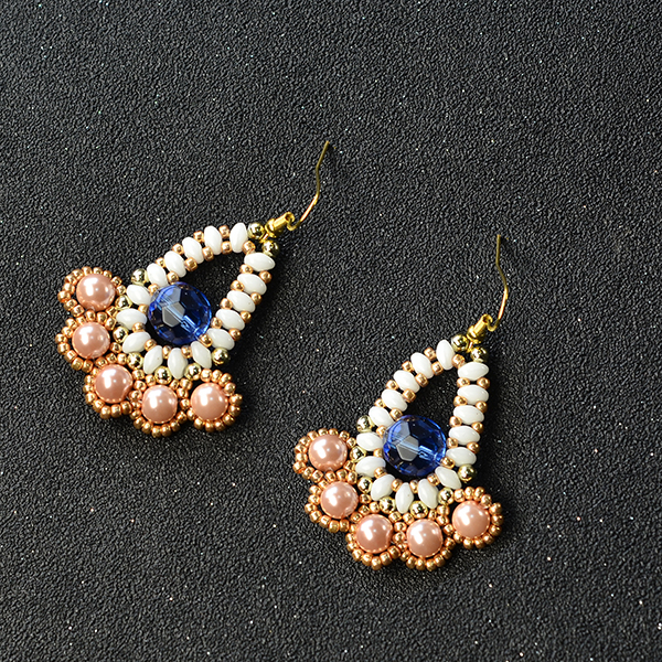 the final look of the beaded dangle earrings