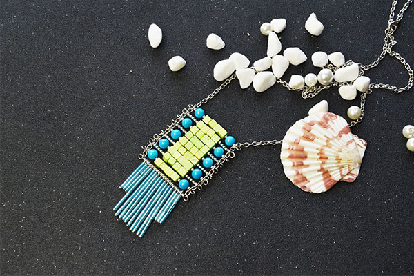 Another picture for the ethnic style jewelry
