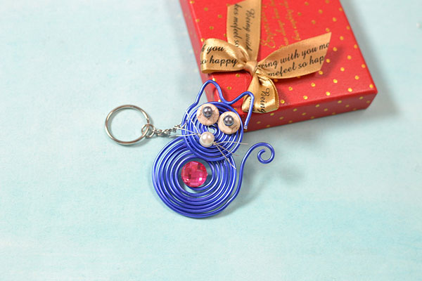 After you have done all the steps above, you will finish the cute cat key chain like this: