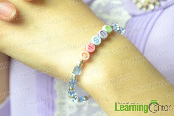 the well done alphabet beads bracelet