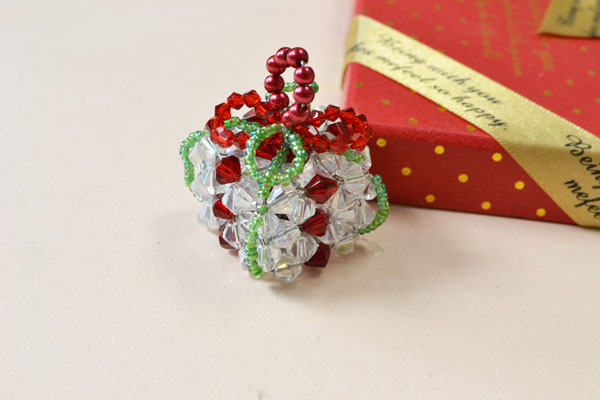 It took me much time to make this cute beaded Christmas gift, but the efforts you have made will never let you down!